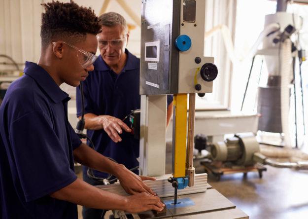carpenter-training-male-apprentice-to-use-PC4U8HP