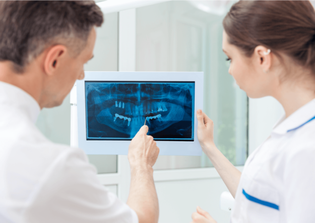 dental-reading-xray-with-dr