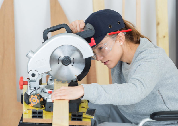 young-woman-in-carpentry-professional-training-PDX6DH2