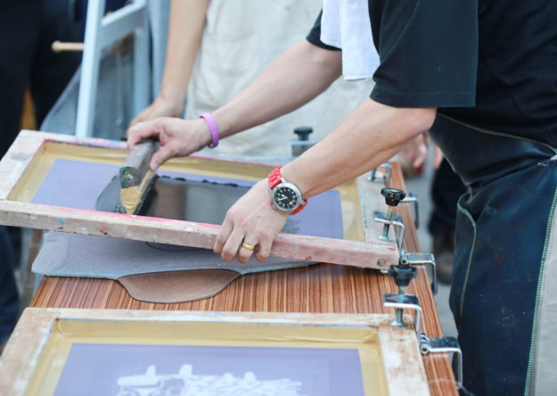 Preparing manual shirt screen print